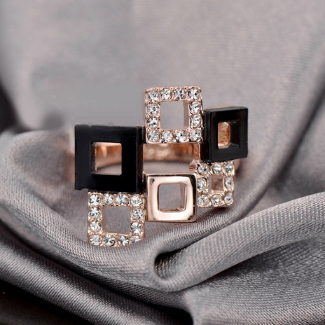 ZG R012 Пръстен ПИКАСО Swarovski Elements от колекция Zerga Brand, с 18K розово златно покритие