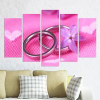 Декоративни панели за стена в розово със сватбени халки